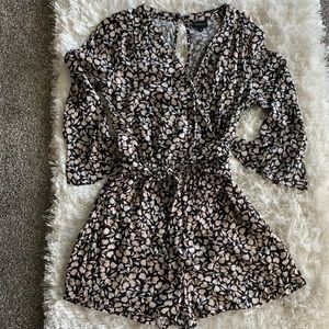 Who What Wear Black & White Romper size Small